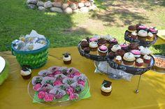 graduation cupcakes, cakepops, truffles