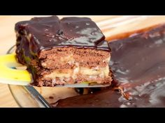 Sunteți în criză de timp? Soluția este acest tort mega rapid gata în 15 minute! | SavurosTV - YouTube Biscuits Au Cacao, Bulgarian Recipes, No Cook Desserts, Biscotti, Cupcake Cakes, Sweet Tooth, Food And Drink, Cooking Recipes, Sweets