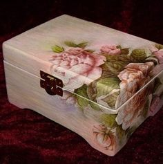 Discover thousands of images about Vintage romantic decoupage Decoupage Vintage, Decoupage Wood, Decoupage Furniture, Painted Furniture, Decoupage Ideas, Painted Boxes, Wooden Boxes, Altered Boxes, Keepsake Boxes