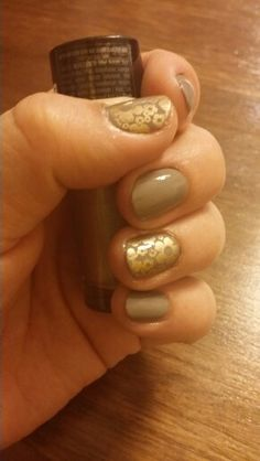 Collection prive by JLo de L'Oréal con stamping BP 20 y gold bold de Maybelline