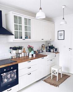 The Best of Little Apartment Kitchen Decor - Kitchen Remodel Kitchen Desks, Small Apartment Kitchen, Home Decor Kitchen, Interior Design Kitchen, New Kitchen, Home Kitchens, Kitchen Wood, Decorating Kitchen, Ikea Small Kitchen