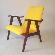 Loungechair in excellent condition with new upholstery. We have different models in different cool colours. Fauteuil in uitstekende staat met nieuwe bekleding. We hebben meerdere modellen in allerlei hippe kleuren.
