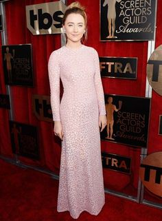 Saoirse Ronan no red carpet do SAG Awards 2016