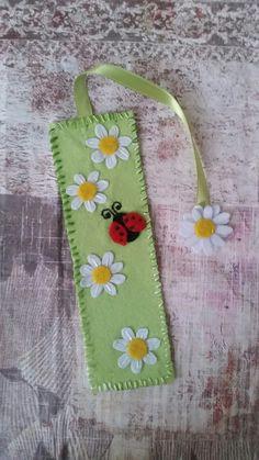 Green flower bookmark #kitapayracı #çicekliböcekli