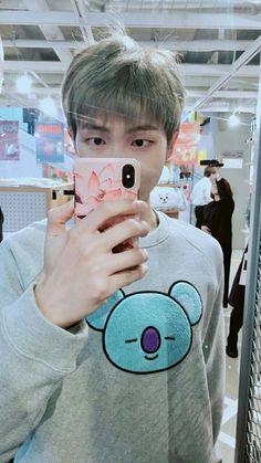 RM with his koya sweatshirt ♥♥