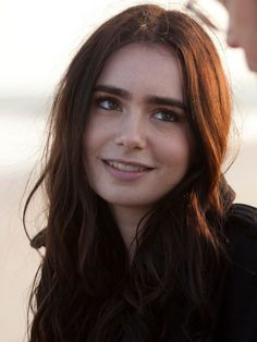 Lily Collins was pretty perfect she just needed some badly edited red hair and green eyes. Lily Collins Cheveux Courts, Jamie Campbell Bower, Lily Collins Pelo Corto, Lily Collins Short Hair, Lilly Collins Red Hair, Lily Collins Style, Lilly Colins, Scarlett, Phil Collins