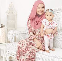 Hey guys, Today i'm posting something strange related to Hijab girls styles & fashion. Well in the evening, i was thinking how would my future Beautiful Hijabi Muslim Fashion, Modest Fashion, Hijab Fashion, Love Fashion, Girl Fashion, Cute Kids Photos, Beautiful Hijab Girl, Simple Hijab, Mom Daughter
