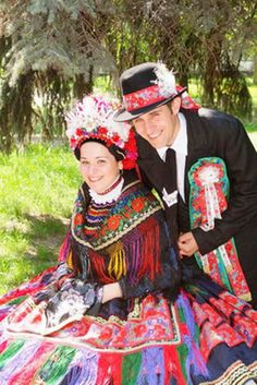 bright and happy! Traditional Fashion, Traditional Dresses, European Costumes, Costumes Around The World, Hungarian Embroidery, Tribal Dress, Folk Dance, Beautiful Costumes, Folk Costume