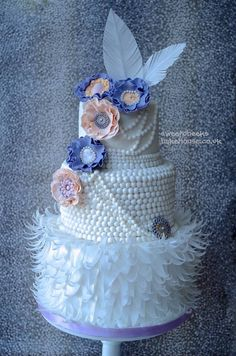 1920's cake - pearls feathers flowers