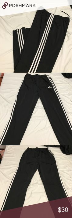 Men's adidas Athletic pants Like new condition zippers around ankles Adidas Pants