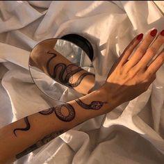 girl, aesthetic et tattoo image sur We Heart It Ma Tattoo, Tattoo Motive, Snake Tattoo, Piercing Tattoo, Piercings, Snake Around Arm Tattoo, Gucci Tattoo, Dainty Tattoos, Dope Tattoos