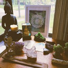 Um altar tem muitos significados. É lá que você agradece pelo seu dia, é lá que você lembra o quanto a vida é generosa, é lá que você fecha os olhos e entra em contato com o seu universo interior. Acredito que ele seja um reflexo da alma.