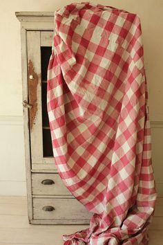 Antique French Vichy check fabric ~ Rose red ~ 1700's early 1800's bed curtain ! Farrow And Ball Paint, Bed Curtains, Fabric Roses, French Home Decor, Check Fabric, French Farmhouse, Country Decor, French Antiques, Red Roses