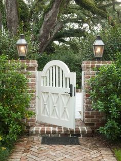 Garden gates for you to drool over and build yourself! These 12 garden gate ideas will inspire you and help you create the most beautiful garden space for your home. Tor Design, Gate Design, Front Gates, Entry Gates, Front Yard Fence, Side Gates, Front Entry, Verge, Outdoor Living