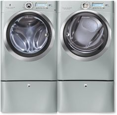 I chose the Silver Sands Electrolux Perfect Steam™ washer for my Ultimate Laundry Room. http://www.kelly-confidential.com