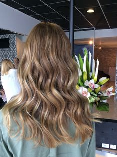 Stunning foil and balayage combination. Cool caramel Amd beige tones blended with pearl iridescent hues. Healthy hair thanks to Olaplex. Colour by Sheree Knobel for Bixie colour. Blonde Hair Looks, Honey Blonde Hair, Brunette Hair, Light Brunette, Light Brown Hair, Light Hair, Blond Beige, Beige Hair, Formal Hairstyles For Long Hair