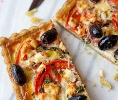 Basilikapaj med fetaost och oliver (Pie with feta cheese, basil and olives)