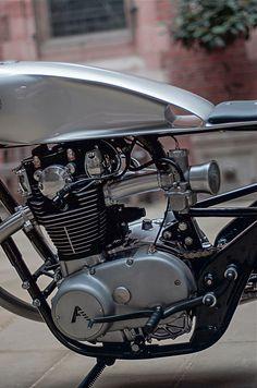 A garage for special motorcycles and cafe racers Bobber Kit, Xs650 Bobber, Scrambler, Yamaha 650, Yamaha Motorcycles, Custom Motorcycles, Cafe Bike, Cafe Racer Bikes, Cafe Racers
