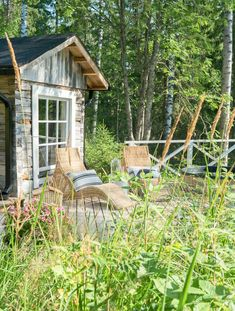 Vanha hirsisauna Keski-Suomessa   Meillä kotona Sauna Design, Finnish Sauna, Farmhouse, Cabin, House Styles, Home Decor, Decoration Home, Room Decor, Cabins