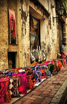 Street side in Colombia... Wayuu Mochilas <3 www.bohobeachboutique.com