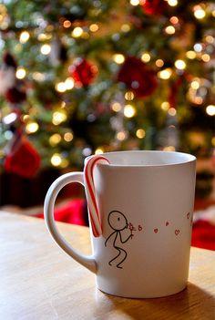 Family night-Coffee mug decoration Noel Christmas, Christmas Crafts, Custom Coffee Cups, Coffe Cups, Couple Mugs, Customised Mugs, Hand Painted Mugs, Mug Decorating, Mug Art