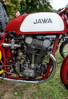 Guzzis and others Antique Motorcycles, American Motorcycles, Racing Motorcycles, Moto Jawa, Moto Design, Jawa 350, Motorcycle Engine, Motorcycle Events, Old Bikes