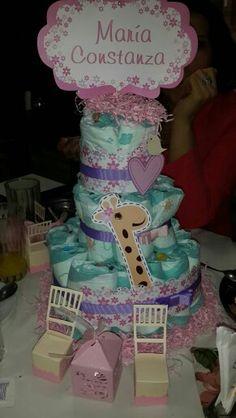 Torta de pañales y cajitas para baby shower