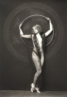 giftvintage:  Alfred Cheney Johnston and the Ziegfeld Hula Hoop Nudes Mystery