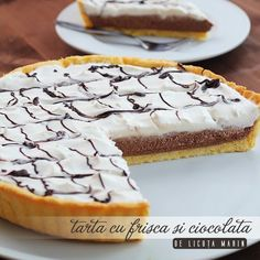 Tart with whipped cream & chocolate Shortcrust Pastry, Romanian Food, Dessert Recipes, Desserts, Whipped Cream, Cupcake Cakes, Sweet Treats, Cheesecake, Cooking Recipes