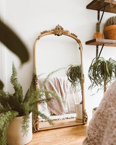 Home Interior Catalogo - bohemian bedroom Bedroom Plants, Aesthetic Bedroom, Gold Aesthetic, Classy Aesthetic, Aesthetic Vintage, Scandinavian Home, Home Bedroom, Mirror Bedroom, Bedroom Ideas