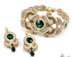 Bisutería en la técnica de bordado soutache con:  * raso soutache trenzas * alta calidad perlas de fuego pulido, * Rocallas TOHO * espárragos pendiente hipoalergénica  Impregnados  Pendientes: Longitud total: 3, 6cm/1.4  Total ancho: 2cm/0,8   Pulsera: Longitud total: 15cm/5,9 + cadena para ajustar Total ancho: 2, cm 2/0.9  Colores: verde, beige, marrón  Máximo de 10 días de envío    Gracias por visitar mi tiendita.  Mi página de facebook:  https://www.facebook.com/SBJewelrySoutache