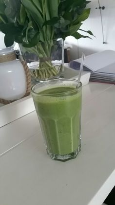Green monster on Sunday morning!!! Smoothie with spinach, banana, yoghurt and linseed #healthy #vegan #superfood #sunday