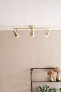 TONY loftlampe - Messing - Belysning - Jotex Wall Lights, Ceiling Lights, Track Lighting, Interior, Lamps, Design, Home Decor, Sheer Curtains, Lighting