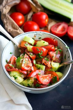 Tomaten-Gurken-Salat – Madame Cuisine Tomato and cucumber salad – madame cuisine Crab Salad, Cucumber Salad, Grilling Recipes, Beef Recipes, Cottage Cheese Salad, Easy Salads, Summer Salads, Salmon Recipes, Healthy