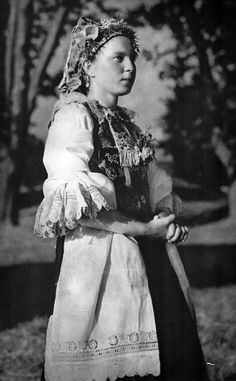 Young girl in Slovakian national costume. In Madunice lived and worked the poet Ján Hollý. Folk Costume, Costumes, Album, Historical Clothing, Vintage Pictures, Beautiful Patterns, Fashion History, Traditional Dresses, Culture