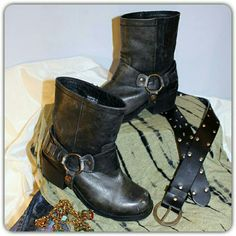 Hp Distressed Carvela Sherylin Boots