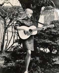 Joni Mitchell in the mid 60s