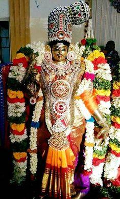 Sai Baba Pictures, God Pictures, Cute Krishna, Krishna Radha, Indian Goddess, Goddess Lakshmi, Shiva Art, Shiva Shakti, Hindu Deities
