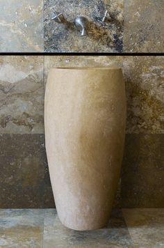 Corno: lavandino a colonna in pietra | Pietre di Rapolano Shop #stonesink #travertinesink #freestanding
