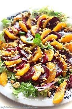 Nie zmieniam zdania. Naprawdę lubię buraki i mam wrażenie że odkrywam je na nowo. Dziś prosty i naprawdę smaczny przepis na sałatkę z bur... Beet Recipes, Raw Food Recipes, Salad Recipes, Cooking Recipes, Healthy Recepies, Healthy Dinner Recipes, Healthy Cooking, Healthy Eating, Appetizer Salads