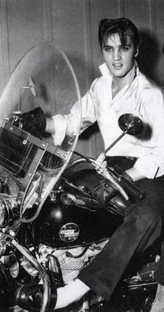 Elvis Presley was also a motorcycle addict. 24 amazing vintage photos below will show this. Elvis Presley on Harley Davidson motorcycle...