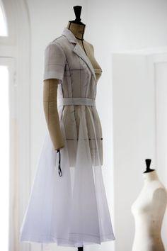 昨日の午後、第69回カンヌ映画祭の審査員団のフォトコールが行われ、アメリカ人女優キルスティン・ダンス