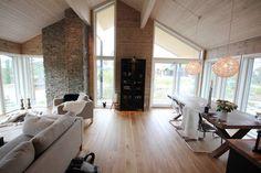Vi henger (oss) opp (i) detaljene Scandi Home, Cool Designs, Conference Room, Divider, Cool Stuff, Table, House, Furniture, Barn