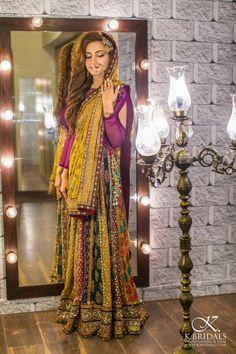 purple choli idea for my same color lehenga Bridal Mehndi Dresses, Pakistani Bridal Wear, Pakistani Wedding Dresses, Pakistani Outfits, Bridal Outfits, Indian Bridal, Anarkali, Lehenga, Sharara