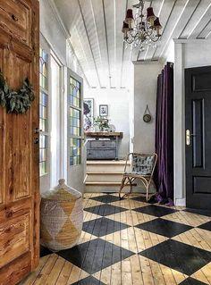 Beautiful home:) - my scandinavian home: An Eclectic Century Swedish House Wood Floor Pattern, Painted Wood Floors, Wood Flooring, Black Wood Floors, Foyer Flooring, Kitchen Flooring, Swedish House, Interior Decorating, Interior Design