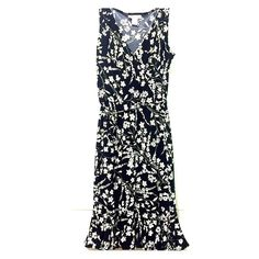 SALE! B&W floral pattern dress Beautiful black and white mid-length floral dress. The stretchy material hugs your curves and ties at the best part of your waste, then opens at the bottom which is super cute! Perfect for adding to your spring and summer wardrobe Dress Barn Dresses Midi
