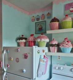 Cupcake Kitchen The version of my cupcake/dollhouse themed kitchen. Diy Kitchen Decor, Cute Kitchen, Kitchen Themes, Kitchen Art, Kitchen Tools, Shabby Chic Antiques, Shabby Chic Interiors, Cupcake Cookie Jar, Cookie Jars