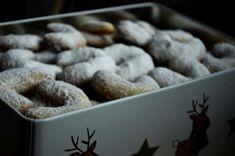 Nejlepší vanilkové rohlíčky - babiččin recept na křehké a jemné cukroví Xmas, Cookies, Desserts, Food, Crack Crackers, Tailgate Desserts, Deserts, Christmas, Biscuits