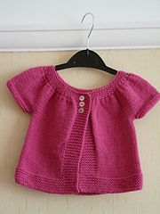Ravelry: Baby Kina (short+ long sleeved version) pattern by Muriela 18 months (sport) Baby Knitting Patterns, Knitting For Kids, Knitting Designs, Baby Patterns, Free Knitting, Baby Cardigan Knitting Pattern, Crochet Baby Cardigan, Girls Sweaters, Baby Sweaters