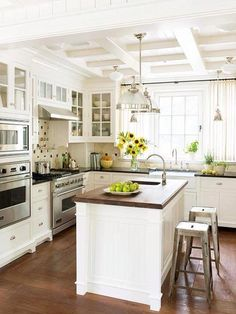 Double Farmhouse Kitchen Sink - Design photos, ideas and inspiration. Amazing gallery of interior design and decorating ideas of Double Farmhouse Kitchen Sink in kitchens by elite interior designers. Kitchen Redo, Kitchen Styling, Kitchen And Bath, New Kitchen, Kitchen Ideas, Kitchen Layout, Kitchen Designs, Kitchen Cabinets, Country Kitchen